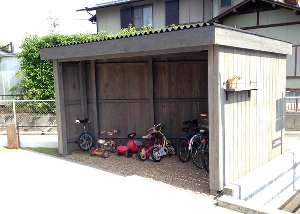 カッコイイ自転車小屋、木製自転車小屋、オシャレな自転車小屋