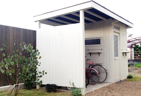 カッコイイ自転車小屋、木製自転車小屋、オシャレな自転車小屋、収納付き木製自転車小屋