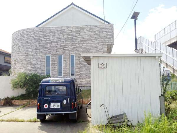 カッコイイ自転車小屋、木製自転車小屋、白い自転車小屋、収納付き木製自転車小屋